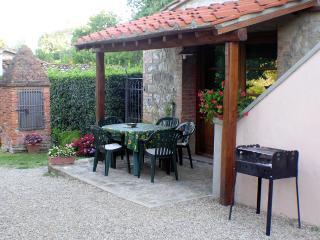 Agriturismo Il Sole Verde App. Il Granaio - Bucine vacation rentals