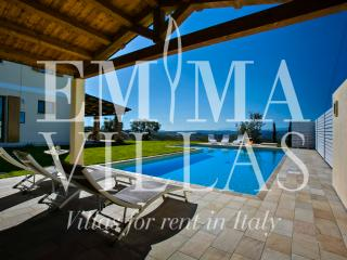San Basso 8+2 - Massignano vacation rentals