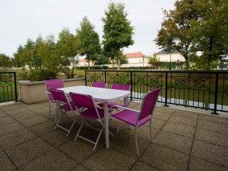 Nice 2 bedroom Vacation Rental in Marne-la-Vallée - Marne-la-Vallée vacation rentals
