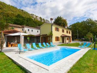 4 bedroom villa with a stunning view over istrian hills - Boljun vacation rentals