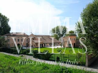 La Cascina sul Po 12+2 - Mantova vacation rentals