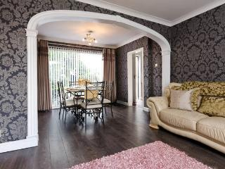 a spacious house & gardens on route to Liverpool - Liverpool vacation rentals