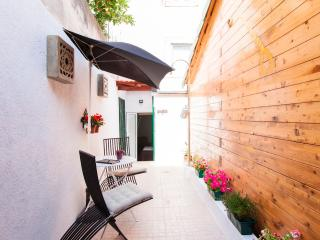 Au Petit Prince Apartment with Pleasant Backyard - Lisbon vacation rentals