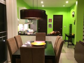 Condo/Villa 3 bedroom Naiharn Beach - Sao Hai vacation rentals