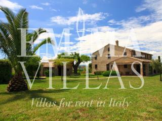 Casa di Giacinta 12+8 - Montemaggiore al Metauro vacation rentals