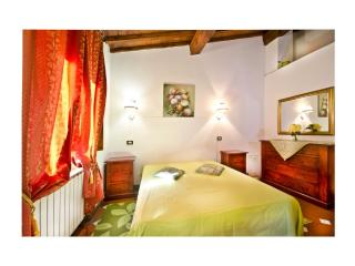 Max Lovely Guelfa Studio - city centre on  budget - Florence vacation rentals