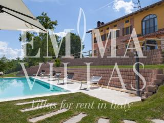 Cascina Bellerose 8+2 - Refrancore vacation rentals