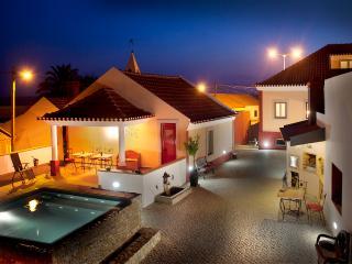 ARTVILLA - Twin or Double Room - Cadaval vacation rentals