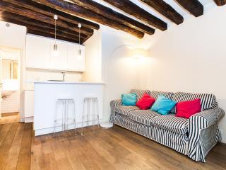 Saint Sauveur Vacation Rental in Paris - 2nd Arrondissement Bourse vacation rentals