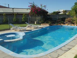 Quinns Retreat  Pool Wi Fi  Foxtel A/c Walk To Beach - Quinns Rocks vacation rentals