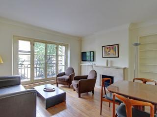 Two Bedrooms Marais Pont Marie near Ile St Louis - Paris vacation rentals