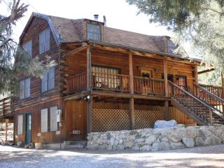 Comfortable Cabin with Deck and Internet Access - Pine Mountain Club vacation rentals