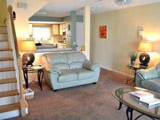 Cozy, Loads of Amenities, steps to the sand - Jacksonville Beach vacation rentals