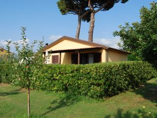 Casamilla con piscina vicino al mare Casetta 1 - Cecina vacation rentals
