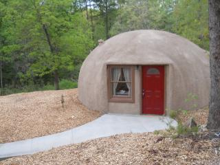 Dome Home nestled in quiet wooded area - Cleveland vacation rentals