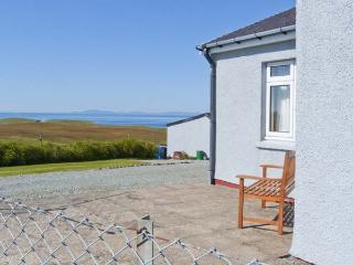 THE HOMER, single-storey, detached cottage, pet-friendly, sea views, near Uig, Ref 915040 - Uig vacation rentals