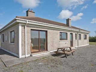 SEASPRAY, detached, single-storey, sea views, pet-friendly, near Bunmahon, Ref 915312 - Bunmahon vacation rentals