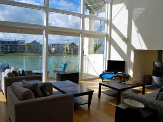LUXURY COTSWOLD HOLIDAY HOME - Somerford Keynes vacation rentals