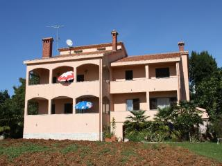 Perfect Condo with Garden and Short Breaks Allowed - Mugeba vacation rentals