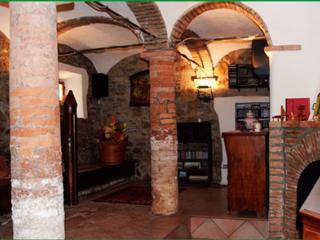 Convenient 1 bedroom Farmhouse Barn in Maranello - Maranello vacation rentals