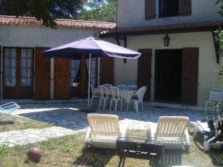 villa 50m de la plage ,dans domaine privé - Saint-Palais-sur-Mer vacation rentals