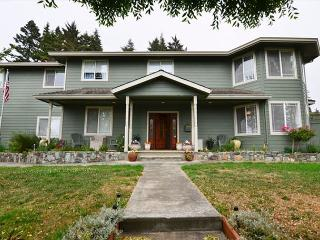 New & Spacious 6 Bdrm Bella Vista on the Hill awaits you! - McKinleyville vacation rentals