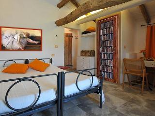 B&B Casa Morandi Camera Poeti - Bologna vacation rentals