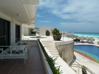 Villas Marlin With Pool in Cancun!-  Sleeps 8 - Cancun vacation rentals