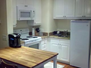 Private One-Bedroom Apartment Close to State and N - Tropic vacation rentals