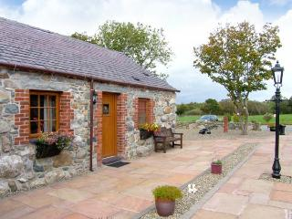 DAFFODIL COTTAGE, family friendly, country holiday cottage, with a garden in Caeathro, Ref 5741 - Caeathro vacation rentals
