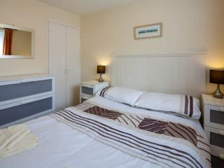 2 bedroom Bungalow with Internet Access in Manorbier - Manorbier vacation rentals