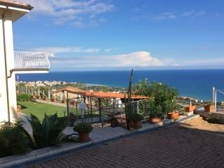 Villa Indipendente  tutta vista mare e isola - Albenga vacation rentals