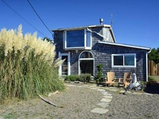 8 STEPS INN~MCA#404~Across the street from the beach with Ocean view - Manzanita vacation rentals