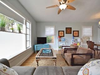 3BR/2BA Charming Remodeled Austin House, Sleeps 9 - Austin vacation rentals