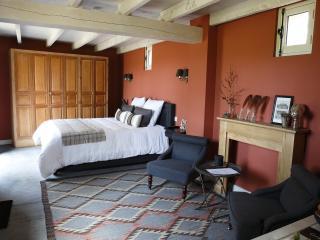 """UN MATIN DANS LES BOIS """"Chambre John Latham"""" - Montreuil-sur-Mer vacation rentals"""