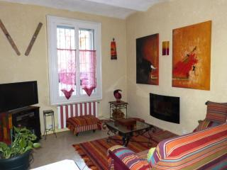 Cozy 2 bedroom Sete Condo with A/C - Sete vacation rentals
