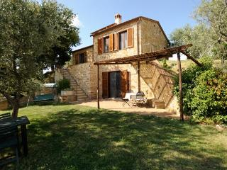 Nice House in Montisi with Television, sleeps 6 - Montisi vacation rentals
