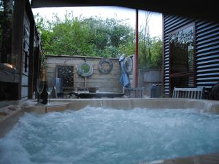 Texada ;private covered hot tub - Daylesford vacation rentals