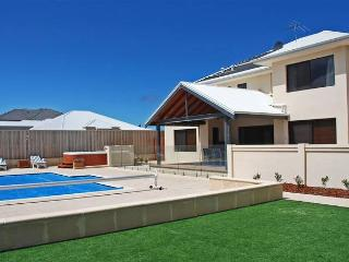 BEACHFRONT LOCATION SOLAR HEATED POOL  OUT DOOR SPA - Quinns Rocks vacation rentals