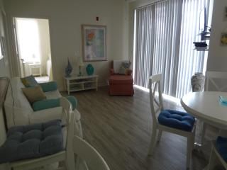 Shabby Chic Condo 1112 w pond overlook - Davenport vacation rentals