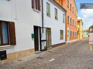 Bright 1 bedroom House in Adria with A/C - Adria vacation rentals