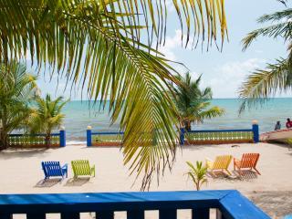 Beachfront Villa 2 BR, Coconut Row, Center Hopkins