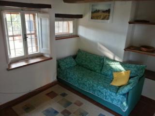 Grazioso appartamento nella splendida Umbria - San Biagio della Valle vacation rentals