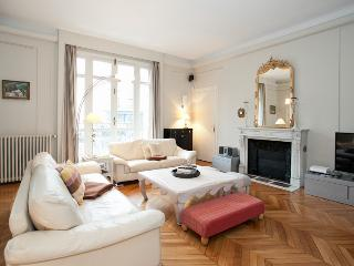 Apartment 6 people at Champs Elysées by Weekome.fr - Ile-de-France (Paris Region) vacation rentals