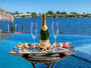 LUXURY Villa Tuscany with 4 bedrooms + pool & spa - Cape Coral vacation rentals