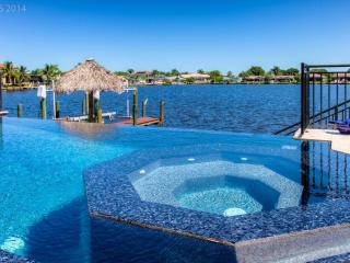 LUXURY Villa Tuscany with 4 bedrooms + pool + spa - Cape Coral vacation rentals
