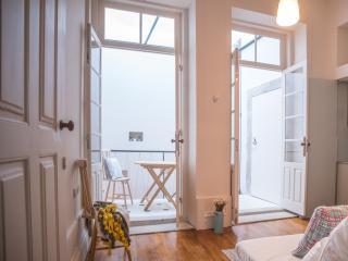 1 bedroom Condo with Internet Access in Porto - Porto vacation rentals