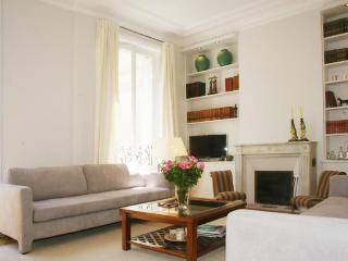 Louvre- 3 bedroom 2 bath with Balcony (4713) - Paris vacation rentals