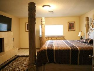 7BD 3 Mins to strip, Theatre Room, Sleeps 20+ wifi - Las Vegas vacation rentals