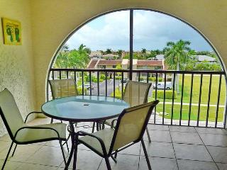 Cozy condo in luxurious waterfront community w/ short walk to Olde Marco - Marco Island vacation rentals